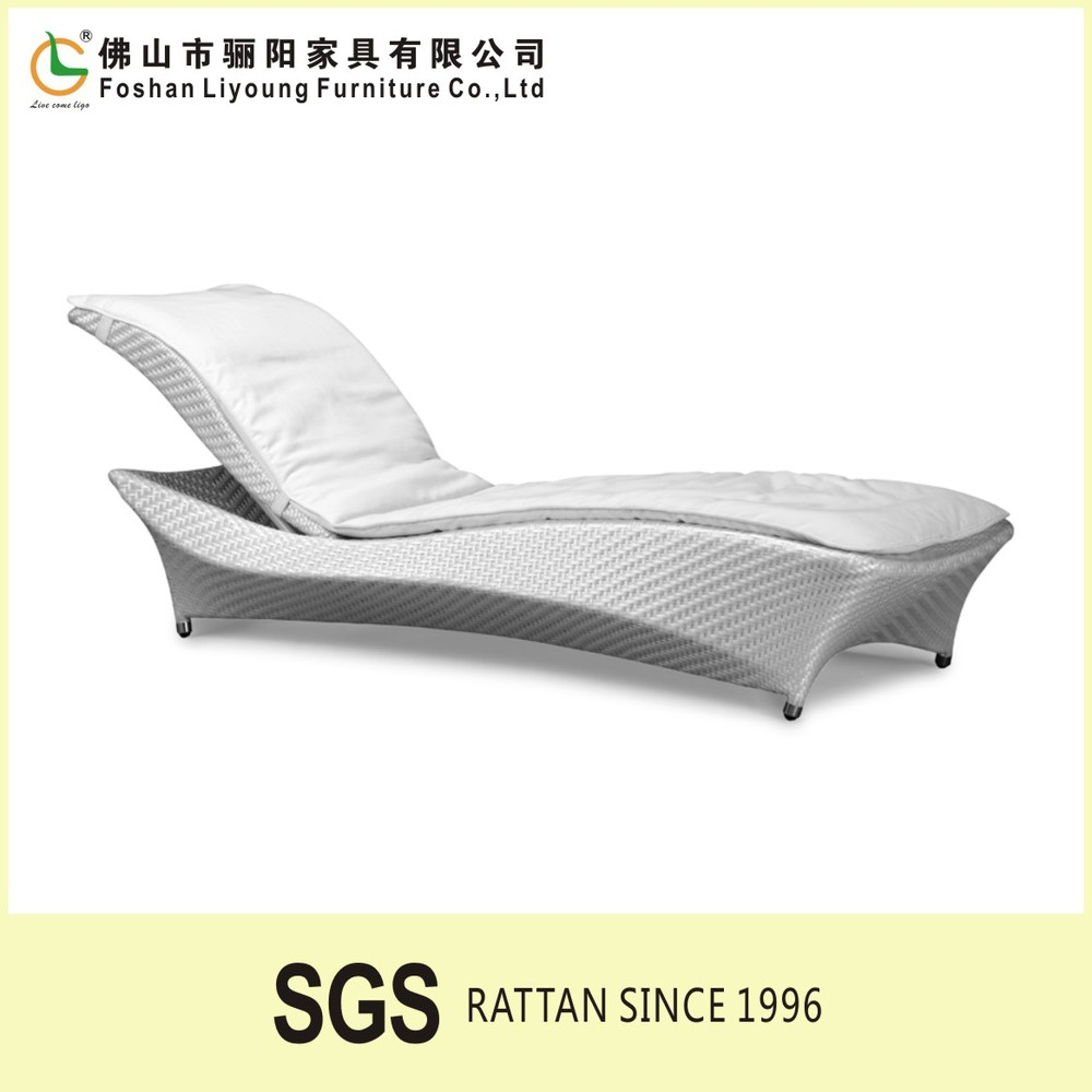 White Plastic Sun Loungers Outdoor Balcony Hotel Furniture Used White Plastic Chaise Sun Loungers Rattan Beach Lounge Bed Buy Beach Lounge Bed Rattan Beach Lounge Bed Sun
