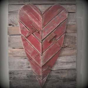 Pallet and Hinges Heart