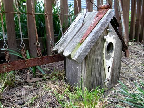 Junky Barn Wood Birdhouse-002