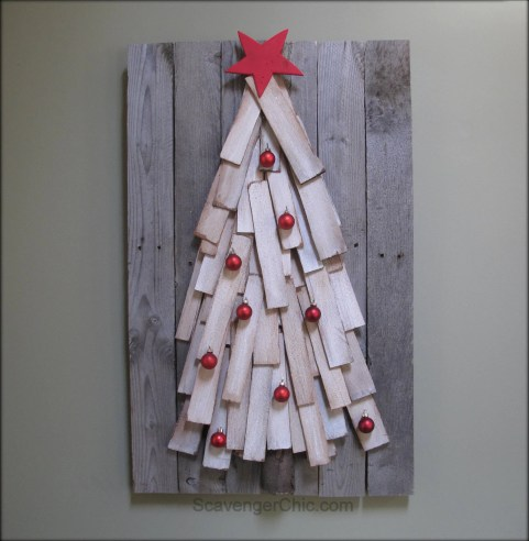 Christmas tree made from cedar shingles and pallet wood, easy diy-001