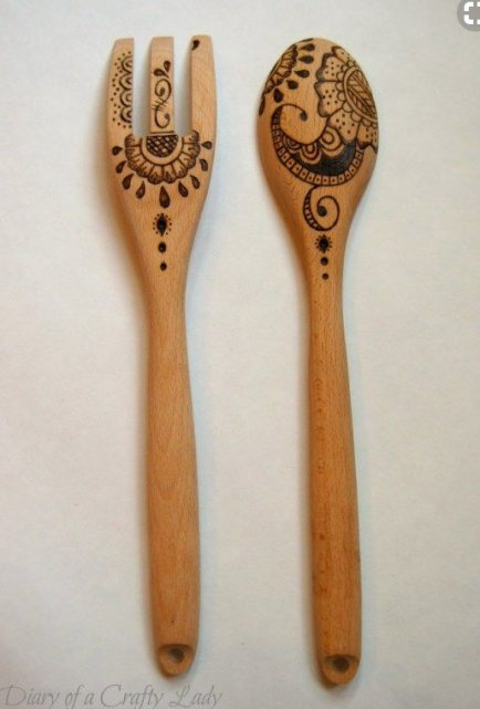 DIY and Homemade Gifts - Woodburned Salad Fork and Spoon