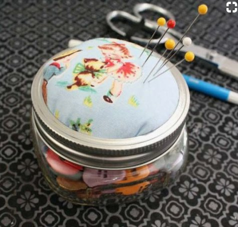 Homemade and DIY Gifts - Mason Jar Pin Cushion