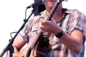 Ellis Paul coming to Harmony House Concerts