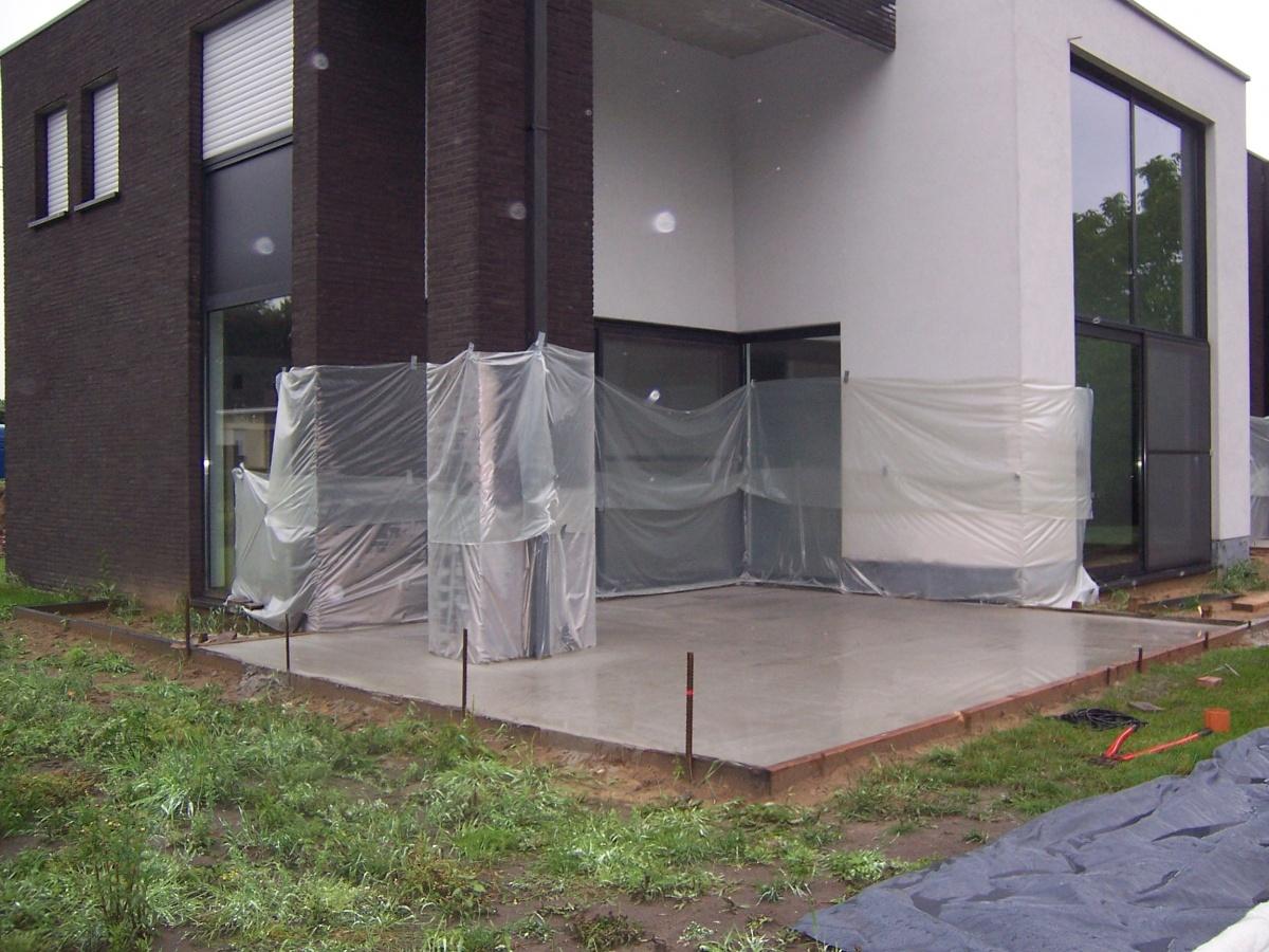 Beton Storten Tuin : Betonnen vloer storten in tuin betonnen bak storten fundering