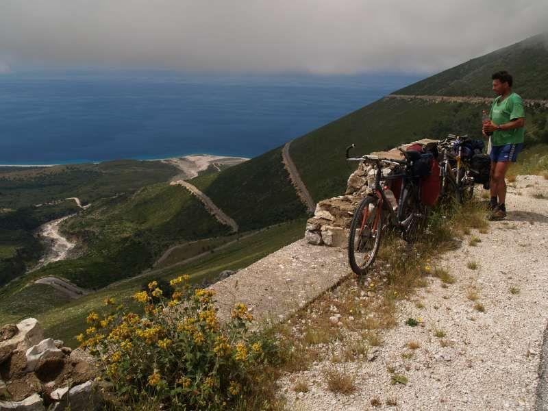 Stúpanie do sedla vo výške 1000 m nad morom