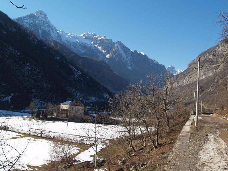 Dedina Dragobi v doline Valbona