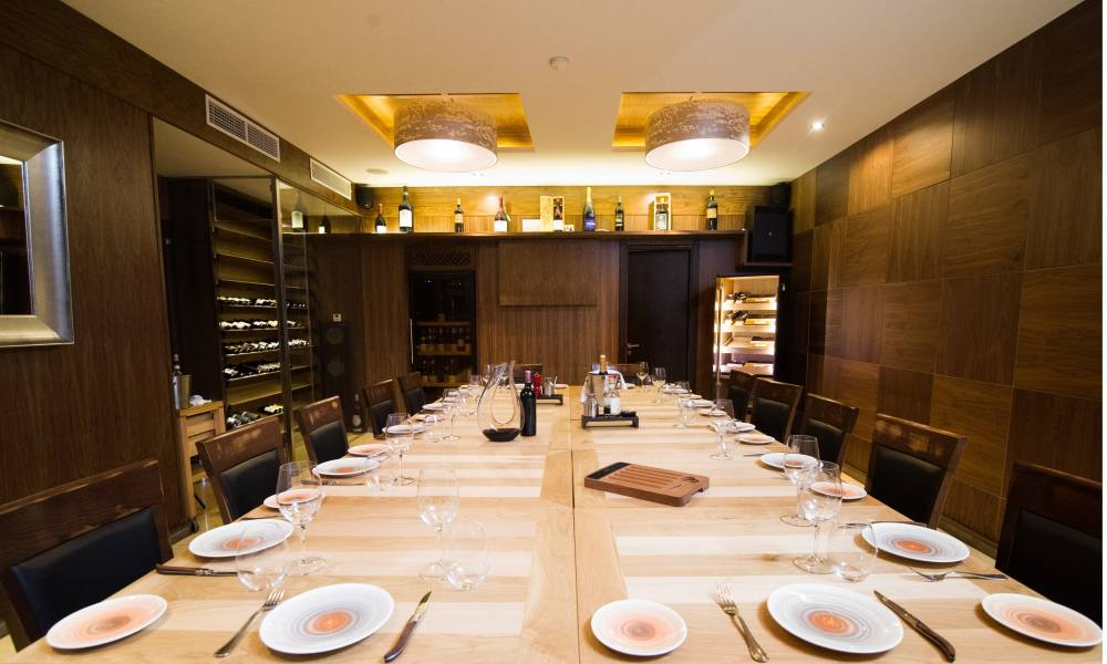 7 Dining Etiquette Faux Pas Every Diner Should Avoid