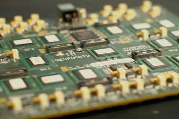 Stanford creates circuit board modeled on human brain