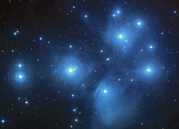 Plejaden. Bild: NASA, ESA, AURA/Caltech, Palomar Observatory (Palomar Digitized Sky Survey), gemeinfrei.
