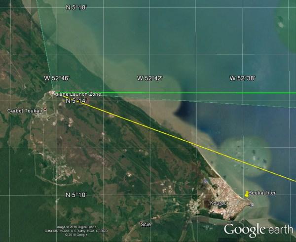 Übersicht über das Startgelände: grüne Linie: geplanter Kurs, 90°, gelbe Linie: tatsächlicher Kurs, 110°, grün unterlegt: erlaubter Azimutbereich, -10,5° bis 93,5°. Die Videoaufnahme entstand nahe der Ortsmarke. Google Earth / Autor