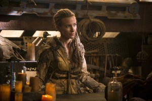 """The 100 -- """"Wanheda: Part One"""" -- Image HU301b_0078 -- Pictured (L-R): Jessica Harmon as Niylah -- Credit: Cate Cameron/The CW -- © 2015 The CW Network, LLC. All Rights Reserved"""