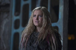 "The 100 -- ""Ye Who Enter Here"" -- Image HU303A_0136 -- Pictured: Eliza Taylor as Clarke -- Credit: -- Cate Cameron/The CW -- © 2016 The CW Network, LLC. All Rights Reserved"