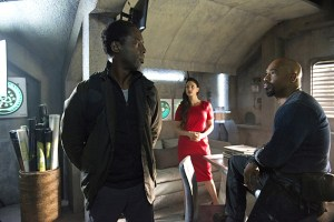"The 100 -- ""Hakeldama"" -- Image HU305b_0116 -- Pictured (L-R): Isaiah Washington as Jaha, Erica Cerra as Alie, and Michael Beach as Pike -- Credit: Cate Cameron/The CW -- © 2016 The CW Network, LLC. All Rights Reserved"