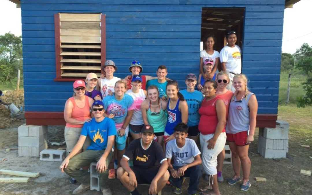 Kentucky youth group builds home in Belize with SCN volunteer program