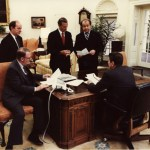 President_Reagan_holds_a_oval_office_staff_meeting_1981