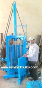vertical scrap baling press