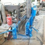 Manual door baling press