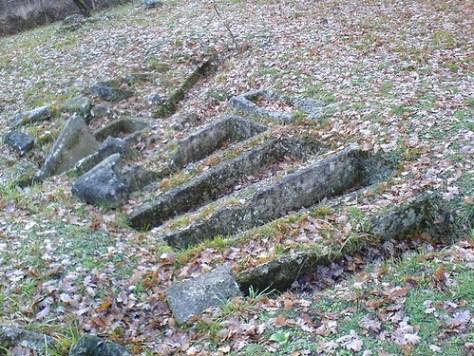 Tombes mystérieuses à Soyaux Par gverdu