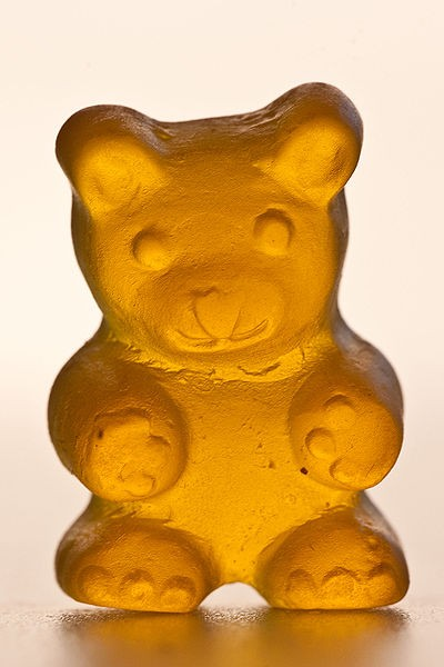 400px Jelly Gummi Bear Yellow Detailed Gentry [inspi] Limage du jour, cest... Un ourson en gélatine !!!