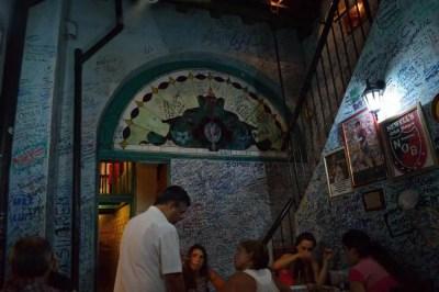 ヘミングウェイ行きつけのバー「ラ・ボデギータ・デル・メディオ」のモヒート、ハバナ旧市街の風景 【キューバ Cuba】
