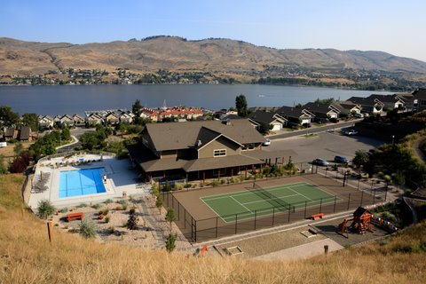 Seasons Club Pool and Tennis