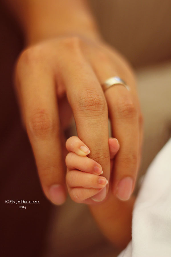 baby hands and mommy