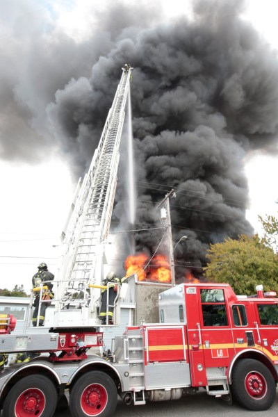 More than 100 firefighters battle blaze in Fremont | The Today File | Seattle Times