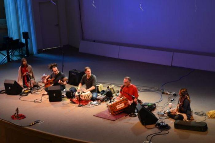 Krishna-Das-Live-yoga-chanting-Seattle