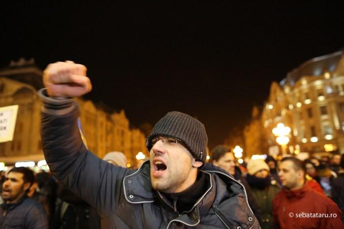 Peste 1500 de persoane protesteaza in fata Operei din Timisoara dupa ce Executivul a adoptat proiectul de lege privind gratierea si ordonanta privind modificarea Codurilor Penale, marti 31 ianuarie 2017. SEBASTIAN TATARU / MEDIAFAXFOTO
