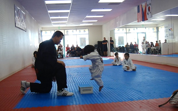Video Karate kid attempts to break board to earn his taekwondo belt