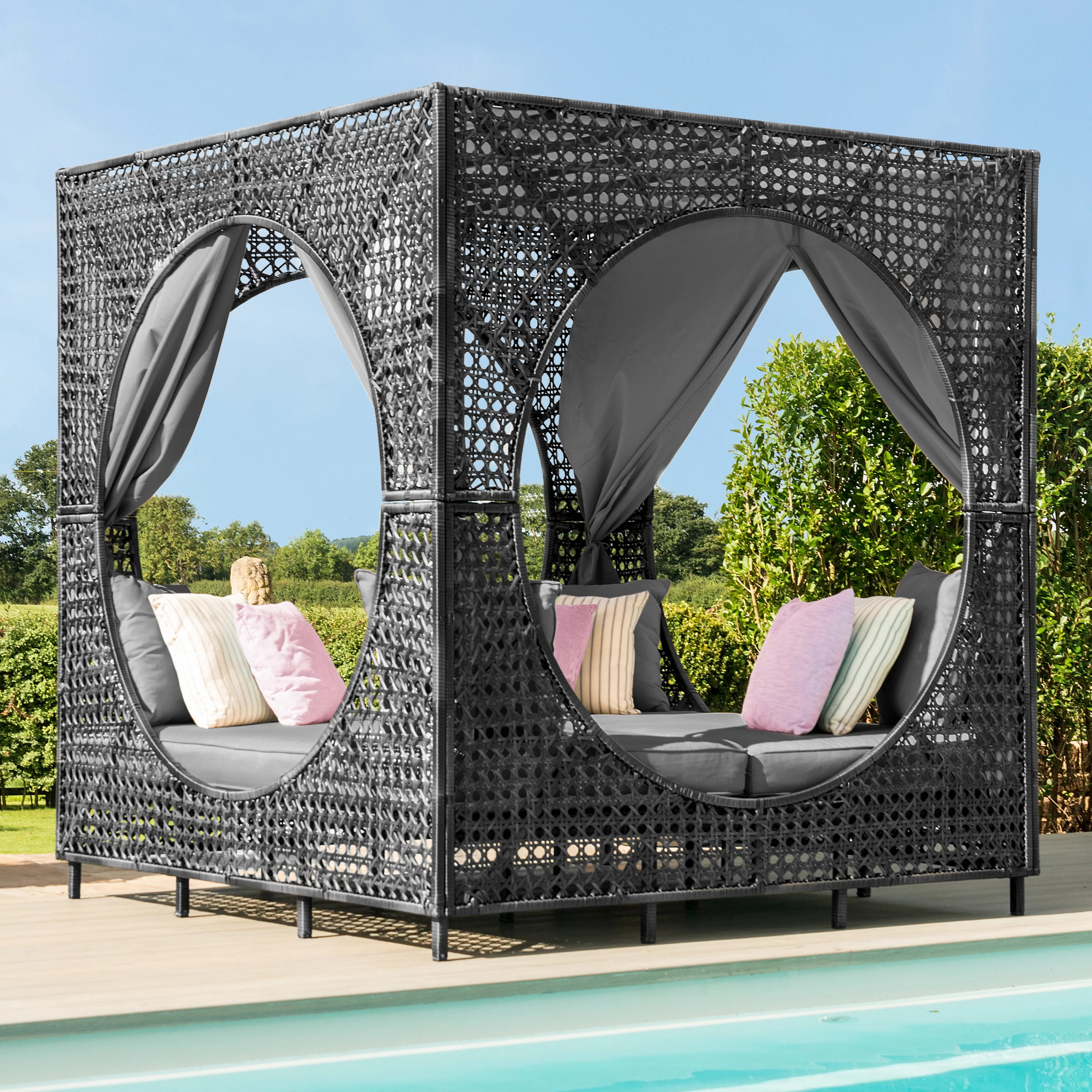 Pearl Daybed Outdoor Bali Garden Daybed With Cushions