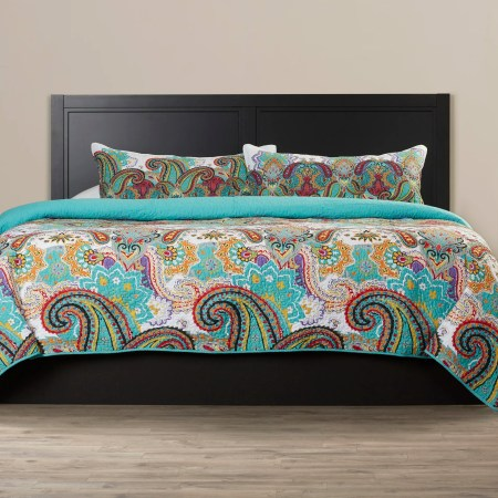 Embroidered Bed Ensemble Summerfield