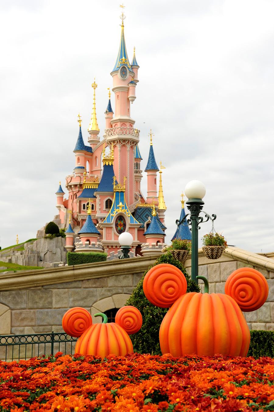 Fall Wallpaper With Pumpkins Disney S Halloween Festival In Paris Disney Parks Blog