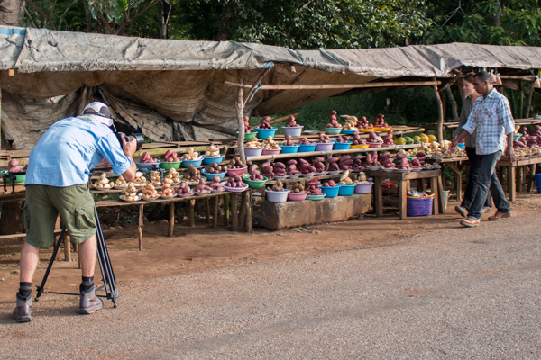 Research Coordinator Luis Almeida takes host Leesa shopping at vegetable stalls in Baucau, in preparation for cooking batar daan © Jessy Betty/Seeds of Life