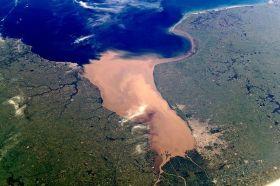 Der braune Ausfluss des Rio de La Plata vor Buenos Aires. © Wikipedia