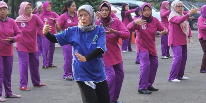 Sehat Alami - Latihan bersama senam tai chi qi gong 18 jurus - Sehat Alami