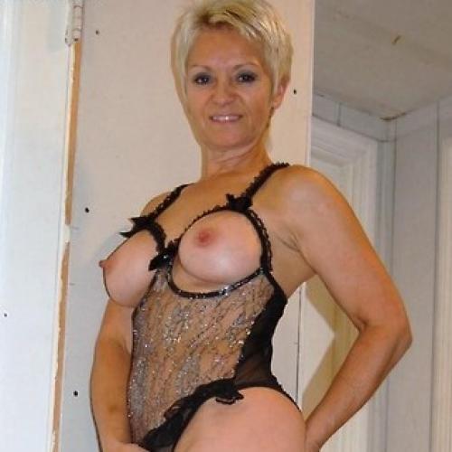 mooie blote vrouw thuisontvangst gelderland