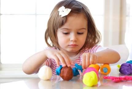 粘土を使っておままごと遊びが効果的! 子どもの「3つの力」を伸ばす方法