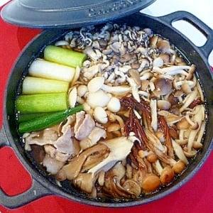 節約しても味は妥協無し!旨味たっぷりの「きのこ鍋」がおすすめ