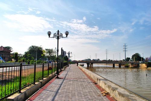 Jogging track Banjir Kanal Barat