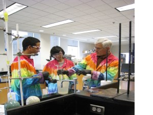 Basic chemistry, such as chemical partitioning, is introduced early in the term to help students design strategies for separating toxins from various materials before quantification is possible. Photo: Karen Brewer