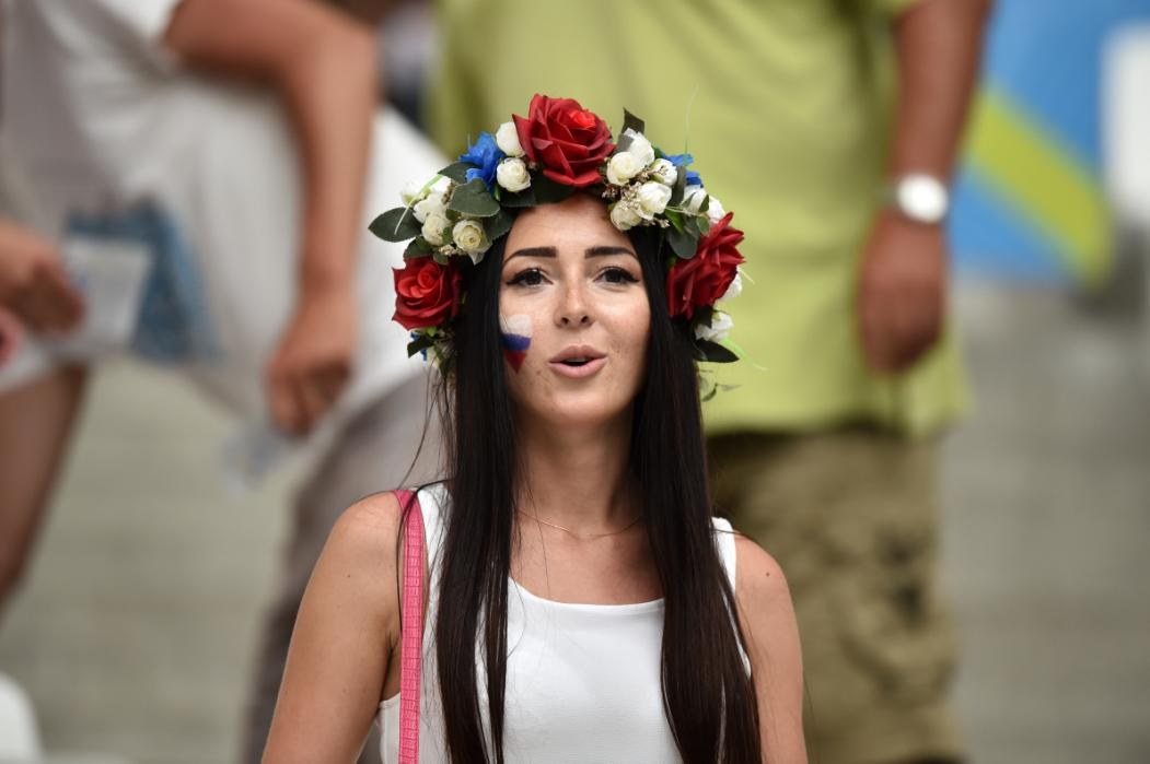 A Russia supporter looks on ahead of the Euro 2016 group B football match between England and Russia at the Stade Velodrome in Marseille on June 11, 2016. / AFP PHOTO / BERTRAND LANGLOIS