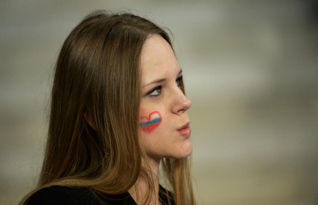 A Russia supporter is pictured ahead of the Euro 2016 group B football match between Russia and Slovakia at the Pierre-Mauroy Stadium in Villeneuve-d'Ascq, near Lille, on June 15, 2016. / AFP PHOTO / FRANCOIS LO PRESTI