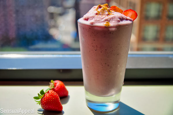 Strawberry Cheesecake Protein Shake (vegan/high protein)