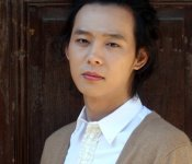 Yoochun flaunts forehead in KBS2 interview