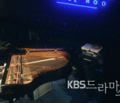 [Video] Minho plays piano. Except not.