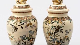 《上絵金彩獅子鈕付壺》 新村留蔵 19世紀後期(明治時代前期) 個人蔵