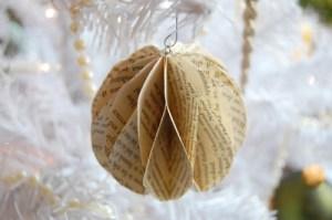 Oud-boek-op-de-rommelmarkt-scoren-en-in-de-kerstboom-hangen-Goedkoop.1378313480-van-Zebra