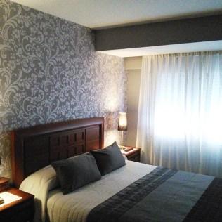Empapelar el cabecero de cama reformas y decoraci n de interiores en le n - Papel pintado cabecero cama ...