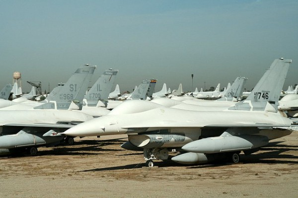 Un almacen de aviones de 2ª mano